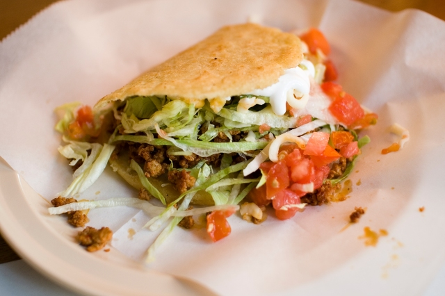 Arturo's Tacos in Chicago, Illinois. By Paul Goyette from Chicago, Illinois, USA (Flickr), via Wikimedia Commons