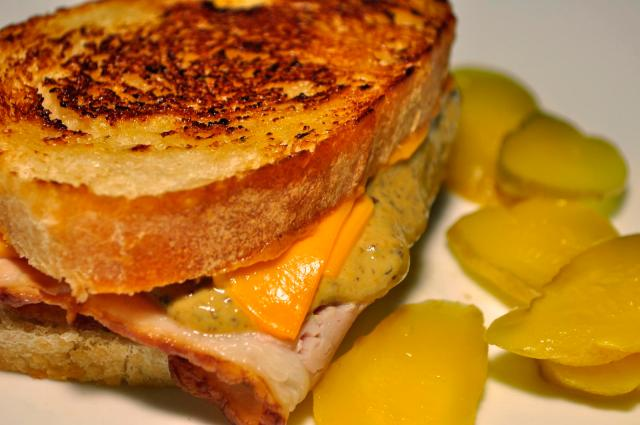 Grilled ham and cheese on sourdough. Photo: By jeffreyw, via Wikimedia Commons