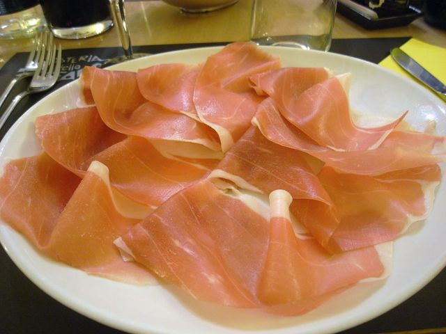 Prosciutto de Parma. By Sun Taro (originally posted to Flickr), via Wikimedia Commons