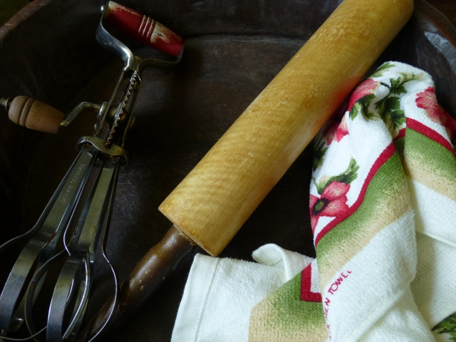 Rolling pin and hand mixer