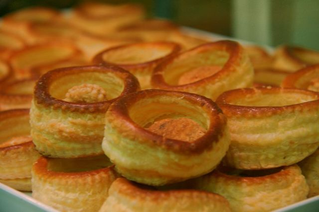 Baked puff pastry shells. Photo by Tamorlan, via Wikimedia Commons