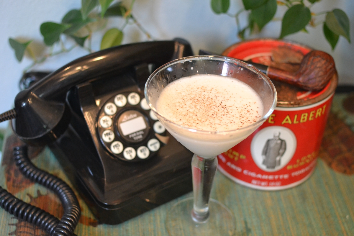 Vintage Cocktails: The Brandy Alexander